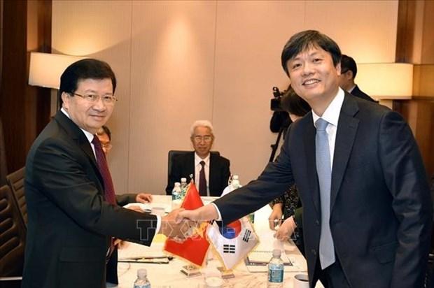 La visite du vice-PM Trinh Dinh Dung en R. de Coree est couronnee de succes hinh anh 2