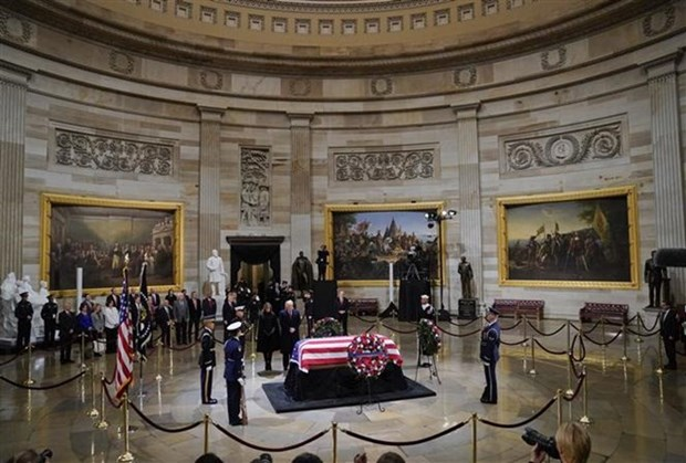 Le Vietnam rend hommage a l'ex-president americain George H.W. Bush hinh anh 1