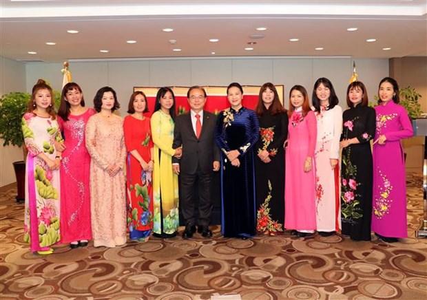 La presidente de l'AN salue les familles des Vietnamiens et Sud-Coreens hinh anh 1