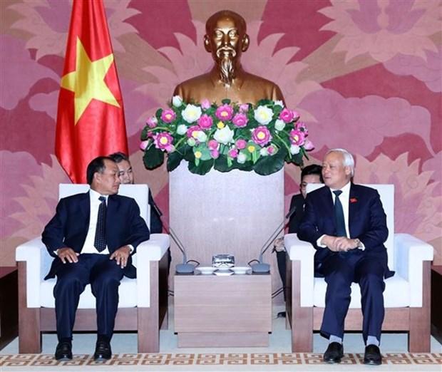 Le vice-president de l'AN Uong Chu Luu recoit le ministre laotien de la Justice hinh anh 1