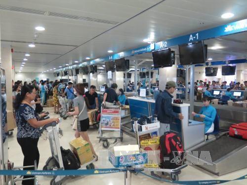 Les retards de vols en hausse, les annulations en baisse hinh anh 1