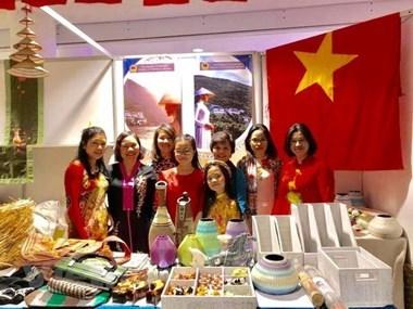 Le Vietnam participe a un bazar de charite en Ukraine hinh anh 1