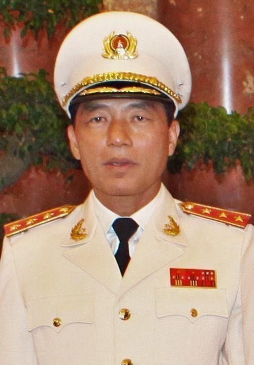 Deux anciens hauts officiels du ministere de la Securite publique poursuivis en justice hinh anh 1