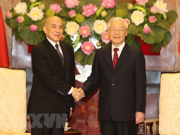 Entrevue entre le SG du Parti et president Nguyen Phu Trong et le roi cambodgien hinh anh 1