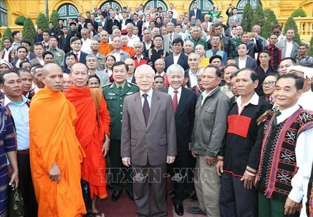 Le secretaire general et president recoit des personnalites ethniques exceptionnelles hinh anh 1