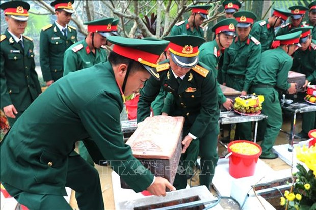 Inhumation des restes des martyrs a Ha Giang et Gia Lai hinh anh 1