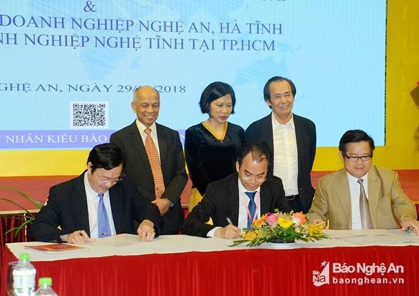 Les Vietnamiens d'outre-mer veulent soutenir le developpement de la zone septentrionale du Centre hinh anh 1