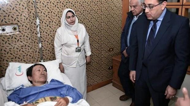 Le PM egyptien rend visite aux survivants d'une attaque contre un bus de touristes vietnamiens hinh anh 1