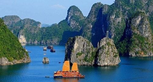 Ha Long, l'une des destinations attirant le plus grand nombre de touristes etrangers en Asie-Pacifique hinh anh 1