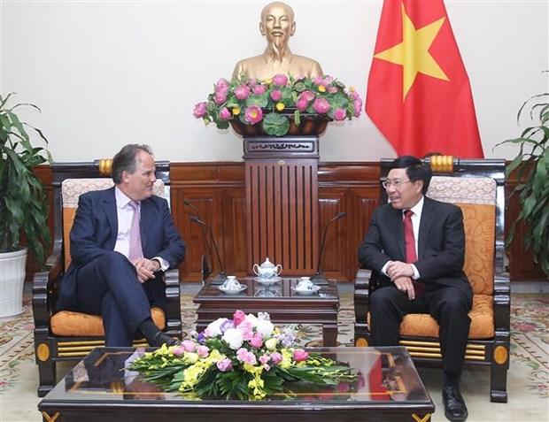 Le vice-PM Pham Binh Minh recoit le ministre d'Etat britannique Mark Field hinh anh 1