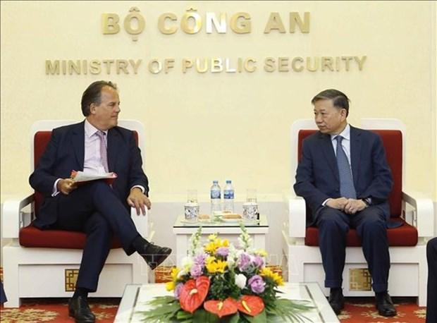 Anti-criminalite: le ministre To Lam souhaite une aide britannique accrue hinh anh 1