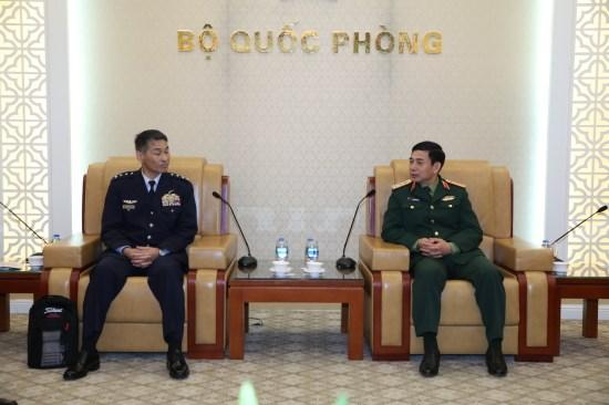 Renforcement de la cooperation Vietnam-Japon dans la defense hinh anh 1