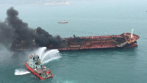 Hong Kong: l'aide s'organise pour les sinistres de l'incendie d'un petrolier hinh anh 1