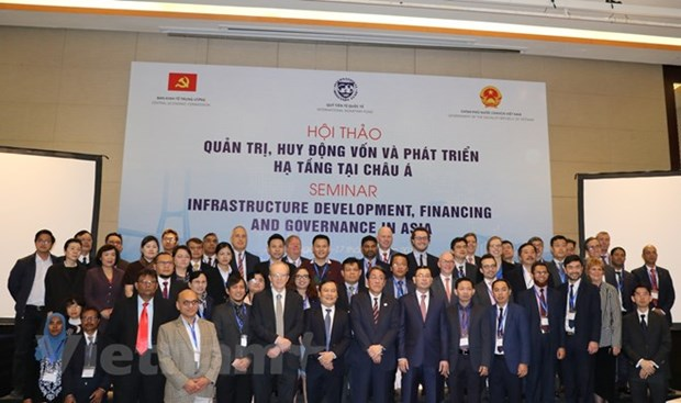 Le developpement des insfrastructures en debat a Hanoi hinh anh 2