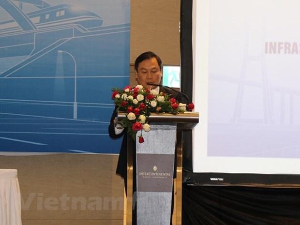 Le developpement des insfrastructures en debat a Hanoi hinh anh 1