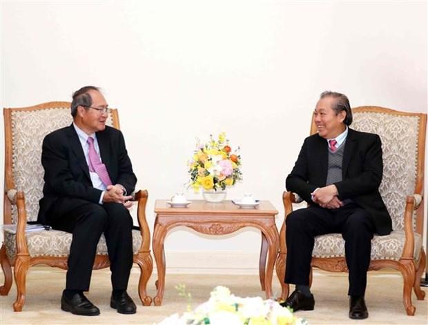 Le vice-PM Truong Hoa Binh recoit le procureur general de Singapour hinh anh 1