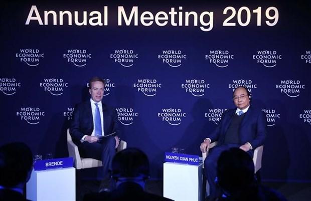 Le PM dialogue avec le president du WEF sur le Vietnam et le monde hinh anh 1