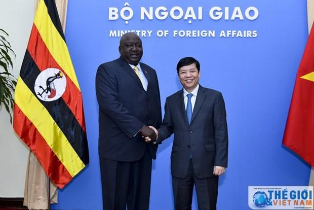 Le secretaire d'Etat aux Affaires etrangeres de l'Ouganda en visite au Vietnam hinh anh 1
