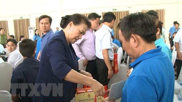 La presidente de l'AN assiste au programme ''Tet de la retrouvaille'' a Binh Duong hinh anh 1