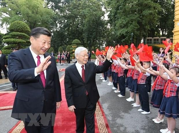 Les dirigeants vietnamiens et chinois echangent leurs voeux pour le Nouvel An hinh anh 1