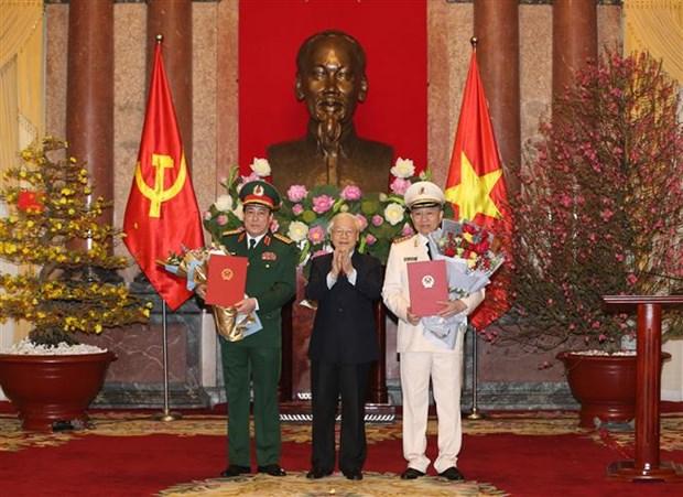 Deux responsables de la Police et de l'Armee promus generaux hinh anh 1