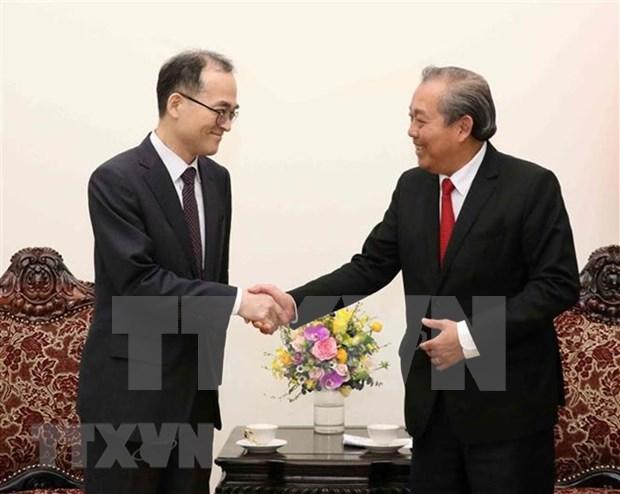 Le vice-PM Truong Hoa Binh recoit le procureur general de la R. de Coree  hinh anh 1