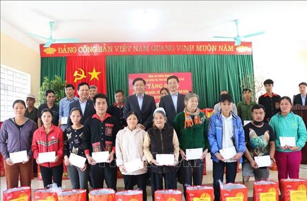 Tet : cadeaux a des personnes en difficulte a Hoa Binh hinh anh 1