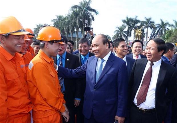 Le Premier ministre Nguyen Xuan Phuc salue les apports des ouvriers hinh anh 2