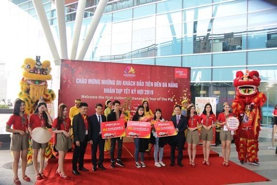 Da Nang et Quang Ninh accueillent les premiers visiteurs etrangers lors du Nouvel an lunaire hinh anh 1
