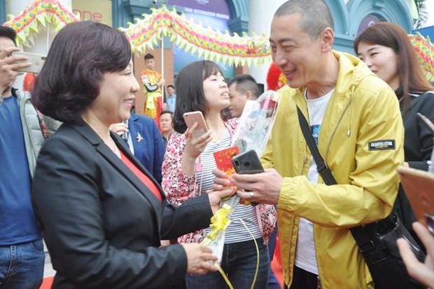 La baie d'Ha Long accueille ses premiers visiteurs de l'Annee du Cochon hinh anh 1