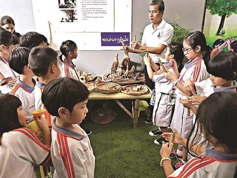 Un Vietnamien residant en Thailande met les jouets folkloriques a l'honneur hinh anh 1