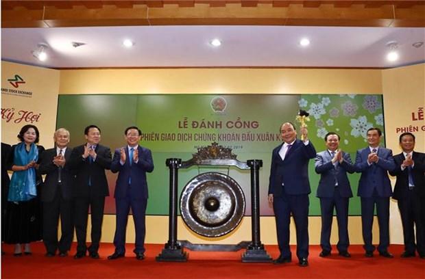 Le PM Nguyen Xuan Phuc inaugure la premiere seance boursiere de 2019 hinh anh 1