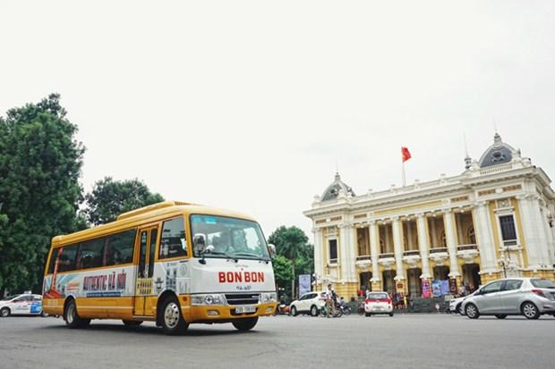 Bonbon Hanoi, tour de la capitale en bus vintage hinh anh 1