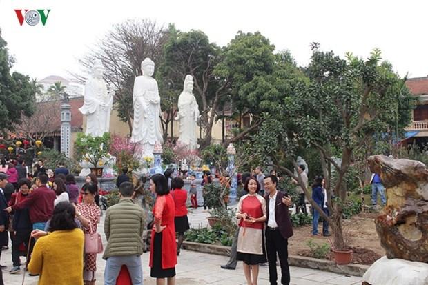 Se rendre dans les pagodes au printemps hinh anh 1