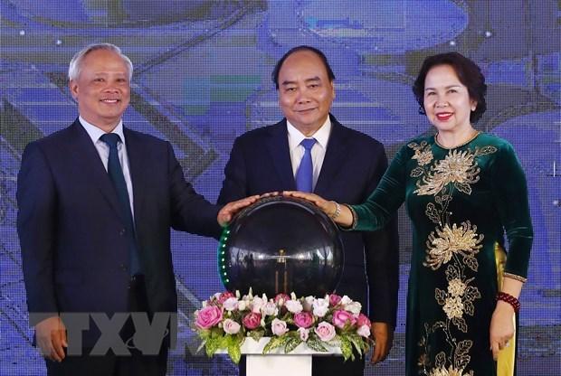 Le PM assiste a l'inauguration de l'entrepot et du terminal petroliers DKC Petro hinh anh 1