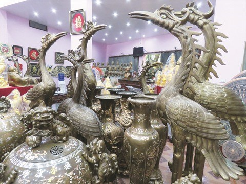 La trempe des fondeurs de bronze de Tong Xa, dans le Nord hinh anh 1