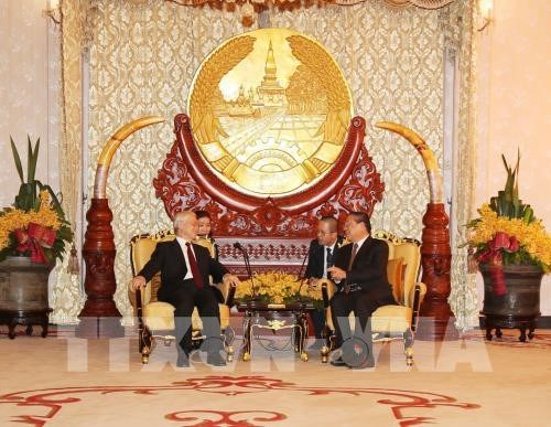 Le dirigeant Nguyen Phu Trong rencontre l'ancien president laotien Choumaly Sayasone hinh anh 1