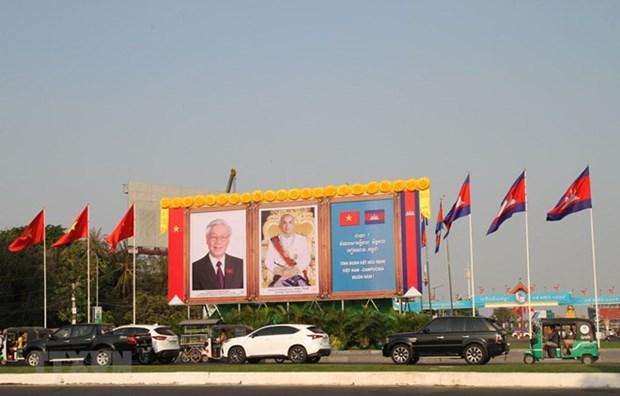Le dirigeant Nguyen Phu Trong termine sa visite au Laos et au Cambodge hinh anh 1