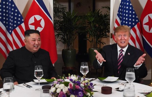 Les presidents des Etats-Unis et de la RPDC finissent leur diner ensemble a Hanoi hinh anh 1