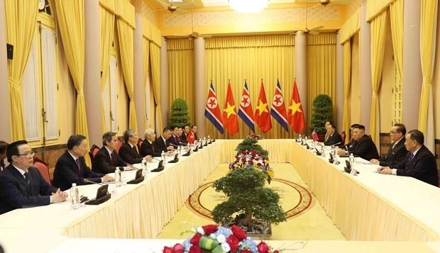 Le secretaire general et president vietnamien s'entretient avec le president nord-coreen hinh anh 1