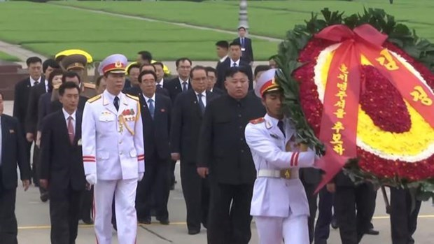 Le president Kim Jong-un rend hommage au president Ho Chi Minh hinh anh 1