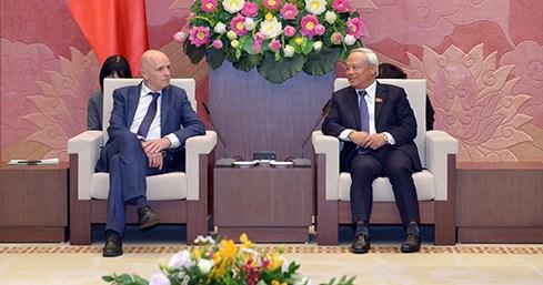 Un vice-president de l'AN recoit le groupe d'amitie Belgique-Vietnam hinh anh 1