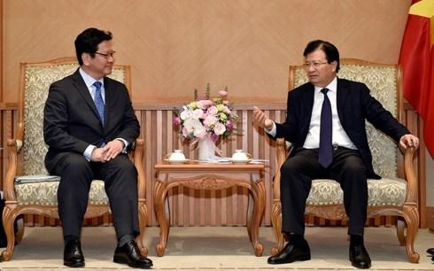 Le vice-PM Trinh Dinh Dung recoit un dirigeant du japonais JBIC hinh anh 1