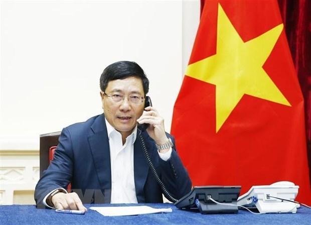 Le vice-PM et ministre des AE en conversation telephonique avec le ministre malaisien des AE hinh anh 1
