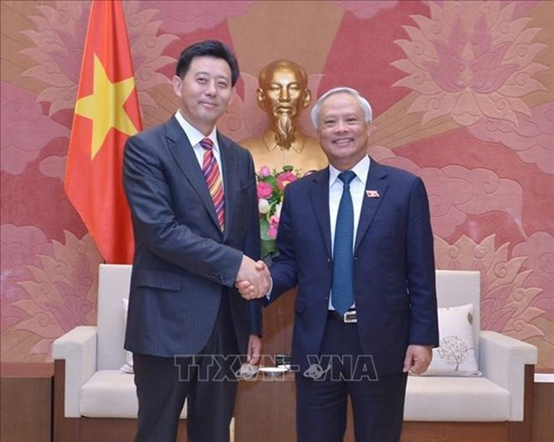 Le vice-president de l'AN Uong Chu Luu recoit une delegation chinoise hinh anh 1