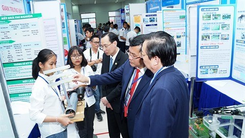 Renforcer les activites de recherche scientifique dans les ecoles hinh anh 1