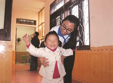 Des jeunes volontaires en blouse blanche a Vinh hinh anh 2