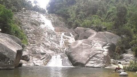 A Thanh Hoa, des chutes d'eau en cascade hinh anh 2