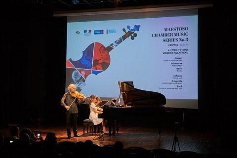 Luong To Nhu et Vincent Fillatreau en concert a Hanoi hinh anh 1
