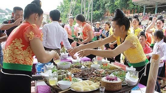Les ethnies vietnamiennes affichent leurs belles couleurs a Hanoi hinh anh 1